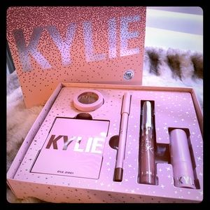 Kylie Cosmetics Holiday Try It all Kit